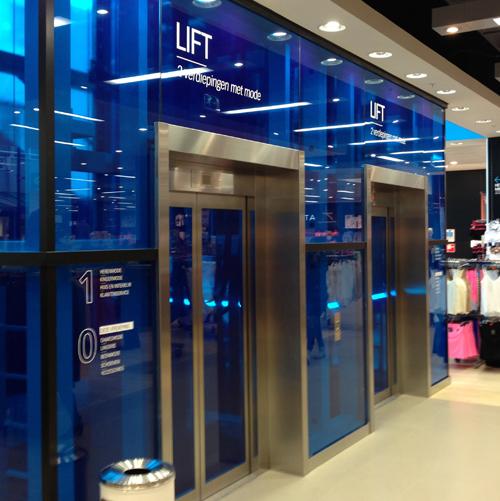 Omkleuren liftschacht Primark Almere