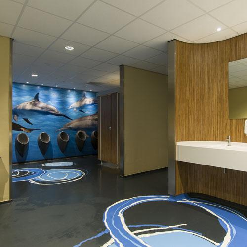 Wandecoratie Toilet Dolfinarium