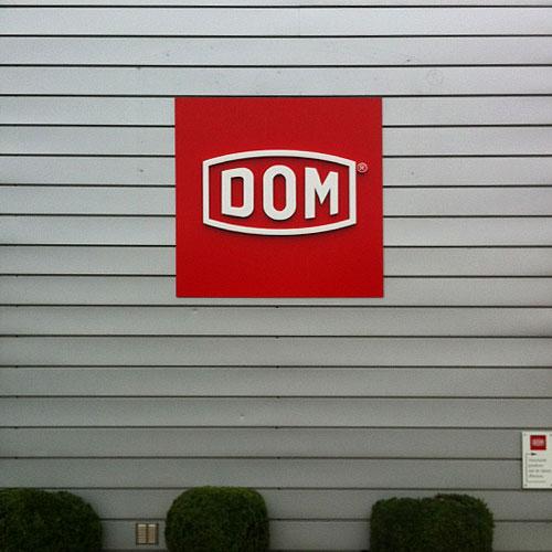 gevellogo DOM Nederland