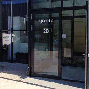 Interieur en exterieur Greetz aangepakt door Blomsma Print & Sign