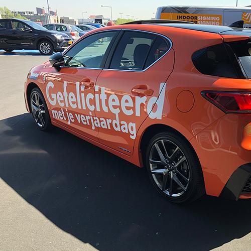 Louwman Den Haag feliciteert samen met Blomsma Print & Sign onze Koning met zijn verjaardag Promotiebestickering voertuigen