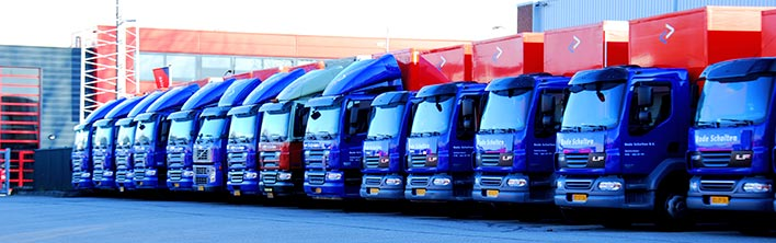 Vrachtwagenbestickering vrachtwagen belettering vrachtwagen bestickering truckbestickering Blomsma Print & Sign