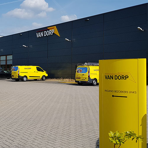 Van Dorp Blomsma Print & Sign Almere Gevelreclame zuilen