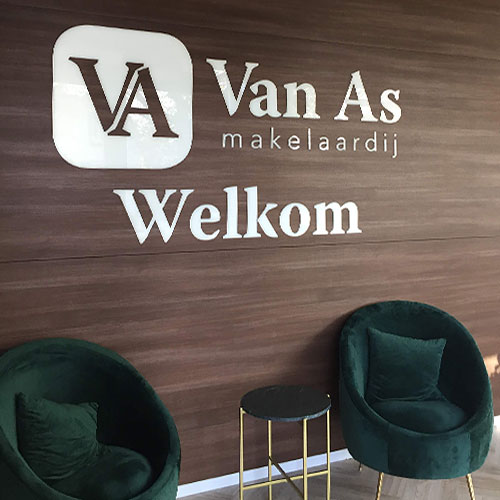 Signing en fotowanden Van As Makelaardij Zoetermeer door Blomsma Print&Sign