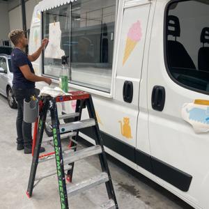 ijscowagen AniCura bestickeren Blomsma Print & Sign